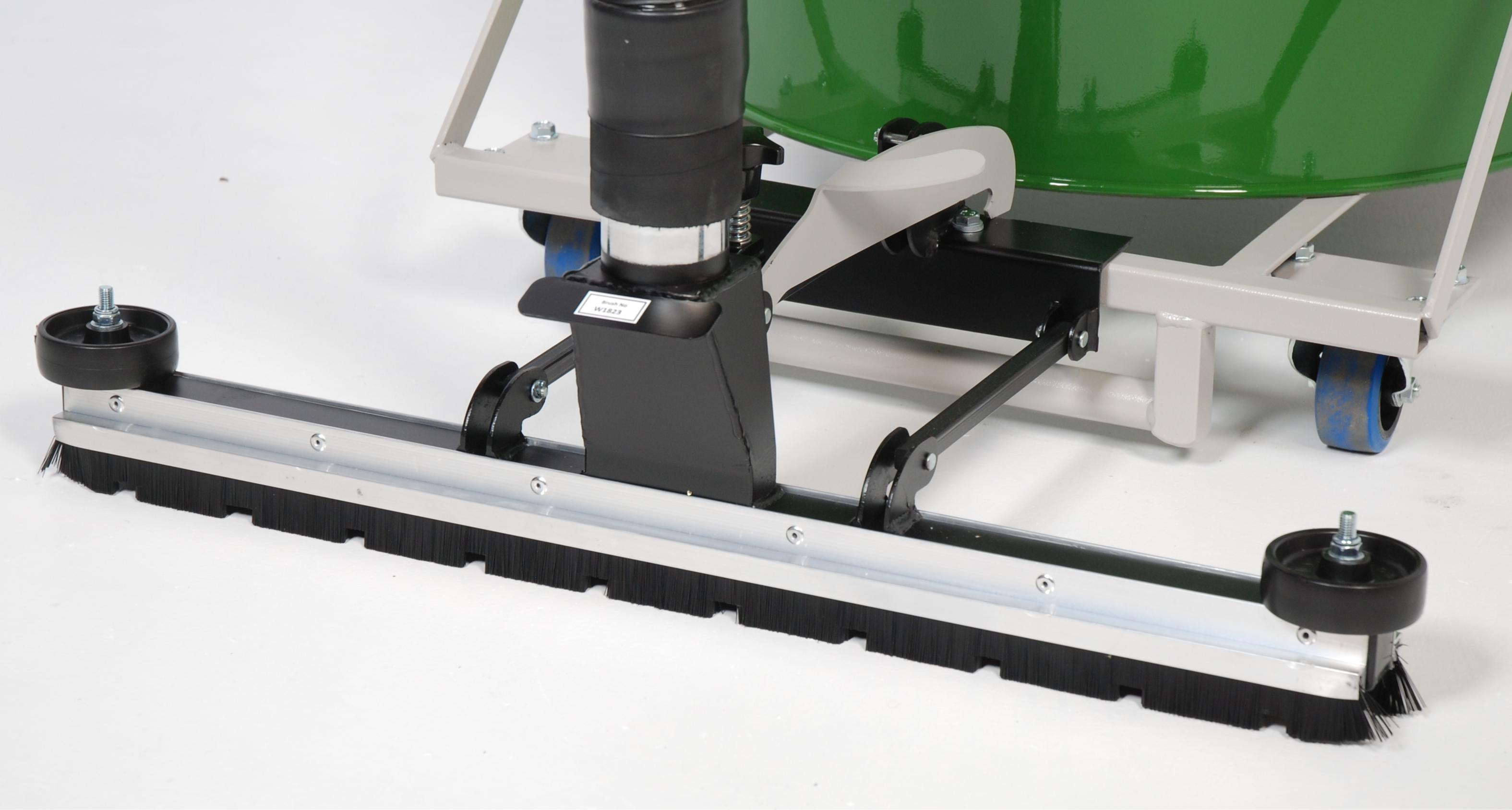 low-rider Front-Mounted Floor Brush Detail